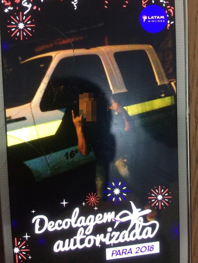 Foto foi tirada enquanto policiais conversavam com empresários no centro da cidade. Foto: Divulgação PM
