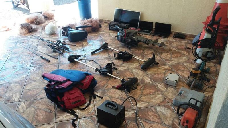 Objetos recuperados durante a operação. Foto de divulgação